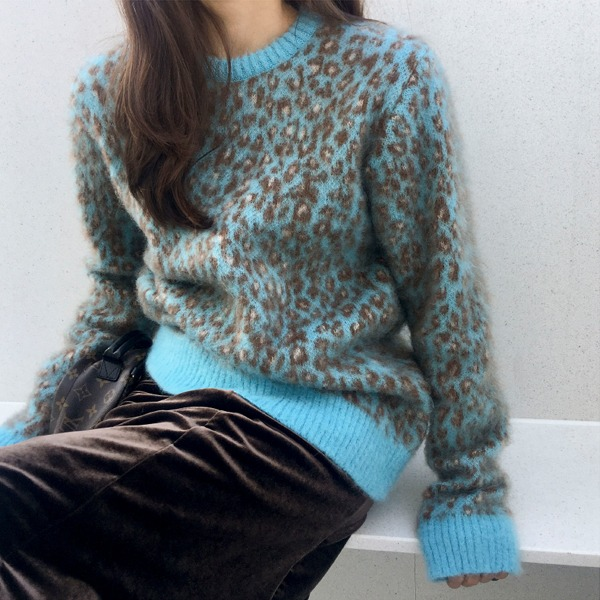 Leopard Print Extended Sleeve Sweater