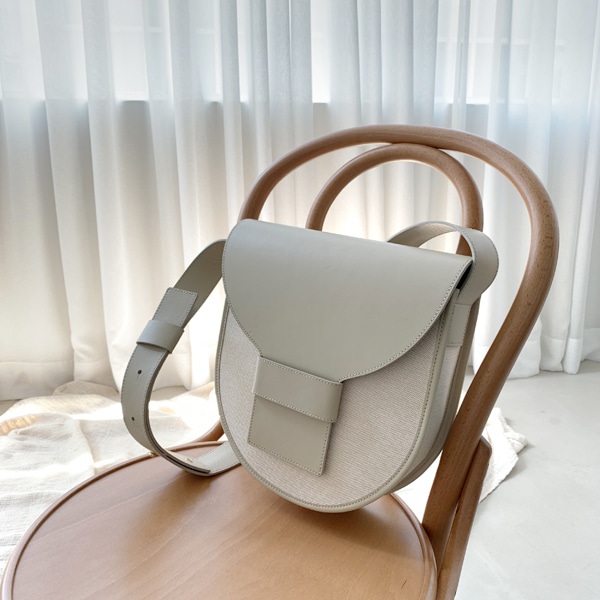 Tab and Loop Closure Saddle Bag
