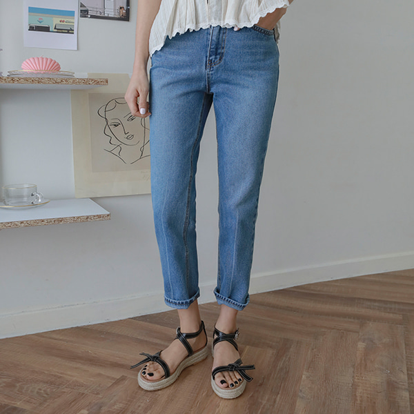 Straight Cut Ankle-Grazer Jeans