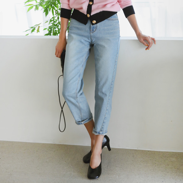Asymmetrical Seam Cropped Denim Pants