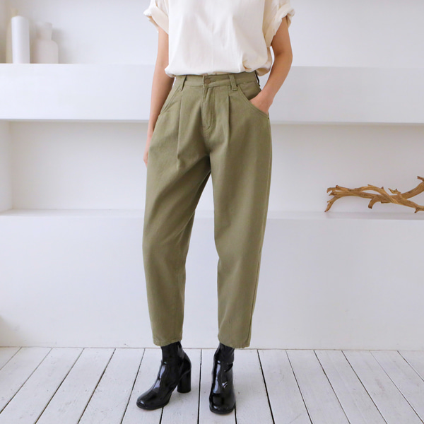 Pleat Accent Tapered Pants