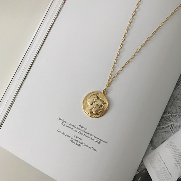 Disc Pendant Slim Chain Necklace