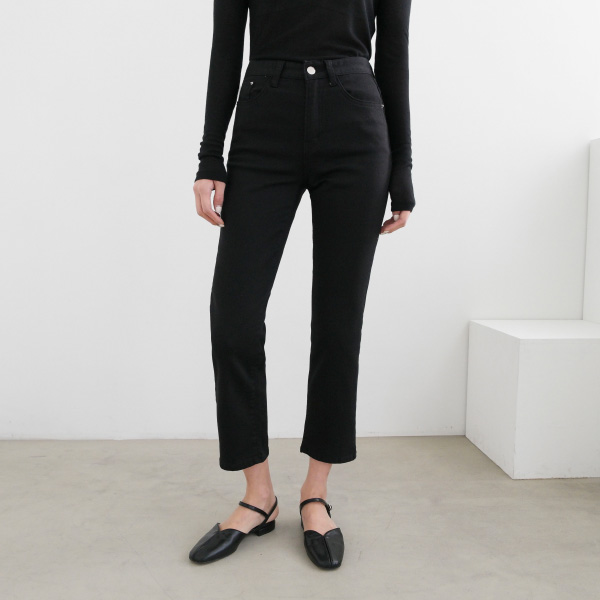 Slim Cut Straight Leg Cropped Pants